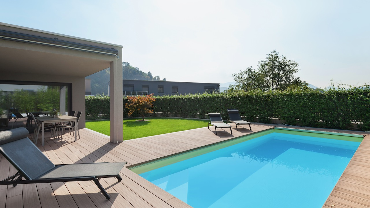 Rosenauer - Terrasse:Pool:Garten 02